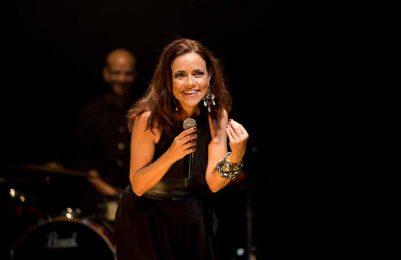 Dia dos Namorados Vania Abreu faz show especial no Café-Teatro Rubi